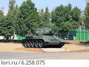 Купить «Танк Т-34 на танковом полигоне в Алабине», эксклюзивное фото № 6258075, снято 6 августа 2014 г. (c) Алексей Гусев / Фотобанк Лори