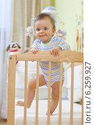 Купить «Child sitting in baby cot.», фото № 6259927, снято 24 апреля 2019 г. (c) BE&W Photo / Фотобанк Лори