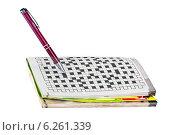 Купить «Ручка и кроссворд», фото № 6261339, снято 2 августа 2014 г. (c) Parmenov Pavel / Фотобанк Лори