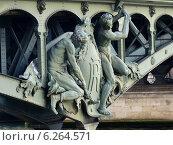 Купить «Париж. Фрагмент скульптурного украшения опор моста Бир-Акейм (Pont de Bir-Hakeim)», фото № 6264571, снято 23 мая 2014 г. (c) Наталия Журавлёва / Фотобанк Лори
