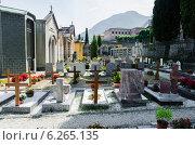 Купить «Small cemetery in Italy on summer day», фото № 6265135, снято 6 февраля 2010 г. (c) Elnur / Фотобанк Лори