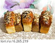 Купить «Свежий хлеб с семечками», фото № 6265219, снято 3 августа 2014 г. (c) ElenArt / Фотобанк Лори