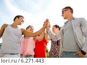 Купить «group of smiling friends making high five outdoors», фото № 6271443, снято 20 июля 2014 г. (c) Syda Productions / Фотобанк Лори