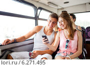 Купить «smiling couple with smartphone making selfie», фото № 6271495, снято 20 июля 2014 г. (c) Syda Productions / Фотобанк Лори