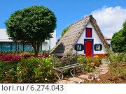 Домик в городе Сантана на острове Мадейра (2014 год). Стоковое фото, фотограф Дмитрий Девин / Фотобанк Лори