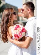 Купить «smiling couple in city», фото № 6276999, снято 23 июля 2014 г. (c) Syda Productions / Фотобанк Лори