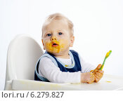 Купить «Little boy while eating and sitting in a highchair.», фото № 6279827, снято 23 мая 2019 г. (c) BE&W Photo / Фотобанк Лори