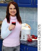 Купить «Woman drinking squeezed juice.», фото № 6280175, снято 20 мая 2019 г. (c) BE&W Photo / Фотобанк Лори