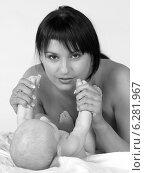 Купить «Woman with a child.», фото № 6281967, снято 16 июля 2019 г. (c) BE&W Photo / Фотобанк Лори