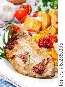 Купить «Joint of pork with baked potatoes and fresh vegetables», фото № 6285095, снято 18 февраля 2019 г. (c) BE&W Photo / Фотобанк Лори