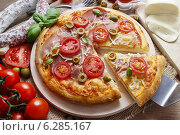 Купить «Italian cuisine: pizza. Traditional dish», фото № 6285167, снято 20 января 2019 г. (c) BE&W Photo / Фотобанк Лори