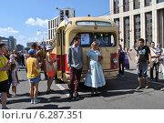 Купить «Автобус ЗиС -154 на ретропараде к 90-летнему юбилею московского автобуса, проспект Академика Сахарова, Москва, 9 августа 2014», эксклюзивное фото № 6287351, снято 9 августа 2014 г. (c) lana1501 / Фотобанк Лори