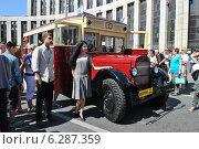 Купить «Городской автобус ЗИС - 8 на ретропараде к 90-летнему юбилею московского автобуса, проспект Академика Сахарова, Москва, 9 августа 2014», эксклюзивное фото № 6287359, снято 9 августа 2014 г. (c) lana1501 / Фотобанк Лори