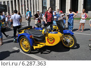 Купить «Милицейский мотоцикл на ретропараде к 90-летнему юбилею московского автобуса, проспект Академика Сахарова, Москва, 9 августа 2014», эксклюзивное фото № 6287363, снято 9 августа 2014 г. (c) lana1501 / Фотобанк Лори