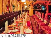 Купить «Интерьер кафе перед праздничным мероприятием», эксклюзивное фото № 6288179, снято 3 августа 2014 г. (c) Алёшина Оксана / Фотобанк Лори