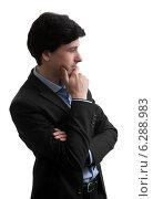 Купить «Задумчивый деловой мужчина стоит боком», фото № 6288983, снято 3 мая 2014 г. (c) Александр Лычагин / Фотобанк Лори