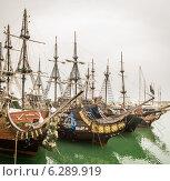 Купить «Пиратские парусные корабли у пирса», фото № 6289919, снято 17 августа 2019 г. (c) Алексей / Фотобанк Лори
