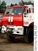 Купить «Пожарный автомобиль Служба поискового и аварийно-спасательного обеспечения полетов (СПАСОП)», фото № 6290127, снято 31 июля 2014 г. (c) Nikolay Pestov / Фотобанк Лори