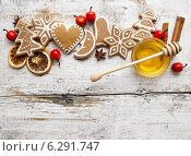 Купить «Gingerbread christmas cookies and bowl of honey on wooden table. Top view, copy space», фото № 6291747, снято 22 июля 2018 г. (c) BE&W Photo / Фотобанк Лори