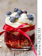Купить «Layer strawberry, blueberry and muesli dessert in glass goblet on wooden table», фото № 6292151, снято 20 ноября 2018 г. (c) BE&W Photo / Фотобанк Лори