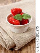 Купить «Bowl of strawberries. Summer party dessert», фото № 6292275, снято 14 декабря 2017 г. (c) Joanna Malesa / Фотобанк Лори
