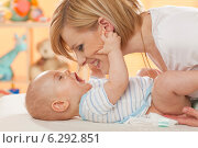 Купить «Mother changing her baby's nappy.», фото № 6292851, снято 21 октября 2018 г. (c) BE&W Photo / Фотобанк Лори