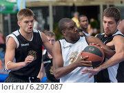 Игра в уличный баскетбол, Таллин, Эстония (2014 год). Редакционное фото, фотограф Aleksandr Stzhalkovski / Фотобанк Лори