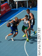 9 августа, 2014 - стритбол в центре Таллина, Эстония. Редакционное фото, фотограф Aleksandr Stzhalkovski / Фотобанк Лори