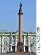 Александровская колонна и Зимний дворец в Петербурге (2014 год). Редакционное фото, фотограф Александр Алексеев / Фотобанк Лори