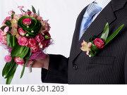 Жених держит свадебный букет. Стоковое фото, фотограф Зудин Виталий Владимирович / Фотобанк Лори