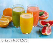 Купить «Fresh citrus juices», фото № 6301575, снято 14 августа 2014 г. (c) Tatjana Baibakova / Фотобанк Лори