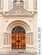 Купить «Портал церкви Святых Кирилла и Мефодия (1880 г.) в Загребе, Хорватия. Архитектор Hermann Bolle», фото № 6302187, снято 21 июля 2014 г. (c) Иван Марчук / Фотобанк Лори