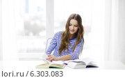 Купить «Happy smiling student girl with books», видеоролик № 6303083, снято 11 марта 2014 г. (c) Syda Productions / Фотобанк Лори