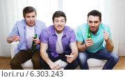 Купить «Upset male friends with beer watching tv at home», видеоролик № 6303243, снято 8 апреля 2014 г. (c) Syda Productions / Фотобанк Лори