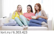 Купить «Three smiling teenage girls watching tv at home», видеоролик № 6303423, снято 8 мая 2014 г. (c) Syda Productions / Фотобанк Лори