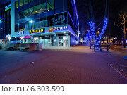 Рождественский Таллин: вид на бизнес-мол и гирлянды (2013 год). Редакционное фото, фотограф Евгений Малахов / Фотобанк Лори