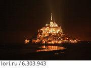 Купить «Мон Сен Мишель ночью. Франция, Нормандия.», фото № 6303943, снято 12 сентября 2012 г. (c) Sofya Demskaya / Фотобанк Лори