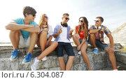 Купить «Group of smiling teenagers hanging out outdoors», видеоролик № 6304087, снято 12 августа 2014 г. (c) Syda Productions / Фотобанк Лори