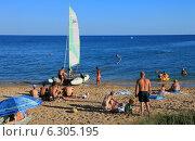 Купить «Вечерний пляж. Феодосия», фото № 6305195, снято 21 июля 2014 г. (c) Aleksander Kaasik / Фотобанк Лори