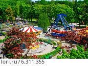 Аттракционы в Центральном парке в Калининграде (2013 год). Редакционное фото, фотограф Анастасия Козлова / Фотобанк Лори