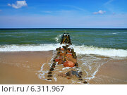 Купить «Морской пейзаж с волнорезом», фото № 6311967, снято 4 мая 2013 г. (c) Сергей Трофименко / Фотобанк Лори