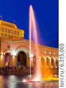 Купить «Шоу поющих фонтанов на центральной площади Еревана. Армения», фото № 6315003, снято 4 июля 2013 г. (c) Евгений Ткачёв / Фотобанк Лори