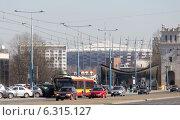 Купить «Traffic on Jerozolimskie Avenue near Poniatowski Bridge in Warsaw», фото № 6315127, снято 26 июня 2019 г. (c) BE&W Photo / Фотобанк Лори