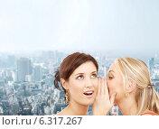 Купить «two smiling women whispering gossip», фото № 6317267, снято 29 сентября 2007 г. (c) Syda Productions / Фотобанк Лори