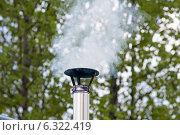 Купить «Дым из трубы», фото № 6322419, снято 23 мая 2014 г. (c) Павел Родимов / Фотобанк Лори