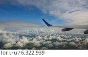 Купить «Самолет высоко в небе», видеоролик № 6322939, снято 5 августа 2014 г. (c) Игорь Жоров / Фотобанк Лори