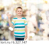 Купить «little boy in casual clothes making OK gesture», фото № 6327147, снято 3 июня 2014 г. (c) Syda Productions / Фотобанк Лори
