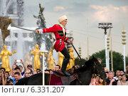 Купить «Лихой казак скачет с саблей на лошади во время показательных выступлений Кремлевской школы верховой езды на ВДНХ в городе Москве, Россия», фото № 6331207, снято 6 июля 2014 г. (c) Николай Винокуров / Фотобанк Лори