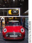 Купить «Mini Clubman Concept. Московский международный автомобильный салон 2014», эксклюзивное фото № 6335899, снято 29 августа 2014 г. (c) Сергей Лаврентьев / Фотобанк Лори