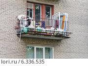"""Фрагмент жилого дома """"Хрущевка"""" Санкт- Петербург. Редакционное фото, фотограф Vladimir Sviridenko / Фотобанк Лори"""